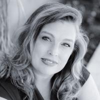 Author Emmy R. Bennett